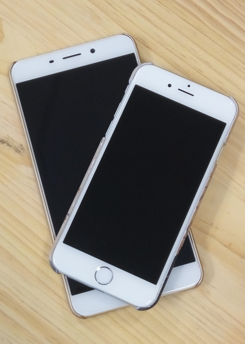 The Oppo R9 Plus towers over the iPhone 6.